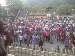 """el pueblo de """"Tiupa"""" se ha volcado a las calles porque rechaza el aumento impuesto por Nery Cerrato."""