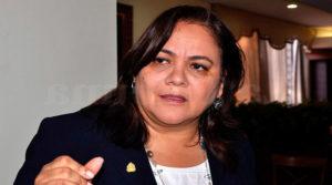 Gabriela Núñez ganó demanda al Estado que ahora quieren obligar a Manuel Zelaya a pagarla.