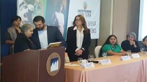 Austraberta Flores madre de Berta Cáceres entregó al diputado Yuri Sabas presidente de la Comisión Legislativa de Derechos HUmanos la petición