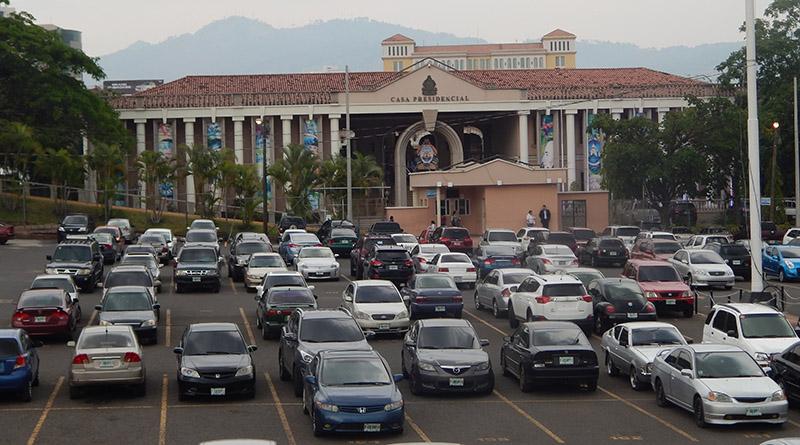 Honduras: Gobierno de triple saldo