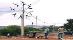 Estos son algunos de los molinos de viento que se han colocado en medianas de la capital.