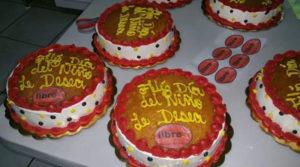 Estos pasteles con el logo y los colores de Libre han sido distribuidos para celebrar el Día del Niño.