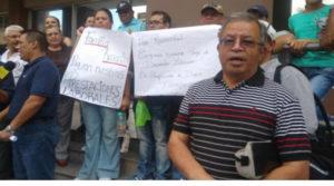 Los empleados del desaparecido diario Tiempo frente al Ministerio Público