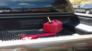 Este es el vehiculo de Mario Suazo al que la policía le implanto el galón de gasolina según los manifestantes