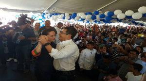 El presidente Juan Hernández se observó feliz y contento que hasta bailó con su esposa, Ana García de Hernández.