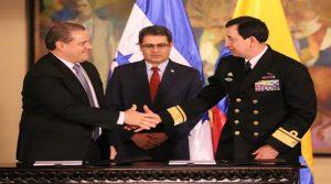 La firma del convenio de la compra se verificó en la Casa de Gobierno de Honduras.