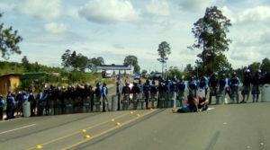 El regimen de Juan Hernandez que se caracteriza por la represion, desplazo centenares de policias y militares a resguardar las casetas de peaje