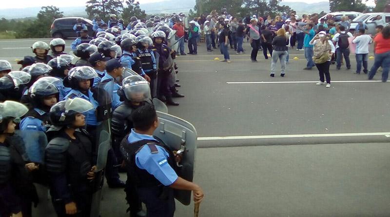 Con caravana ciudadana hondureños ejercen soberanía vial en los peajes