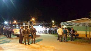 La policía amenaza con desalojar a los estudiantes