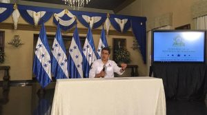 El presidente, Juan Hernández, anunció la liquidación de Banadesa durante una rueda de prensa.