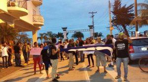 """Los ceibeños salieron tambièn a las calles a decir """"no a la reelección""""."""