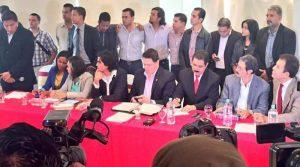 """La oposición firmó en diciembre de 2014 """"El Acuerdo de Toncontín"""" medianete el cual se opone a la reelección presidencia. Sin embargo hasta la fecha no existido cohesión en sus acciones."""
