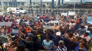 Los miembros del Partido Nacional exigieron hoy la inscripción de la candidatura  del presidente Hernández.