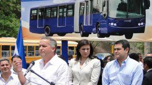 En plena campaña política, el entonces alcalde de Tegucigalpa junto al canddiato nacionalista Juan Hernández y la ministra de la presidencia María Bográn inauguraron con bombos y platillos una obra que no iba ni por la mitad