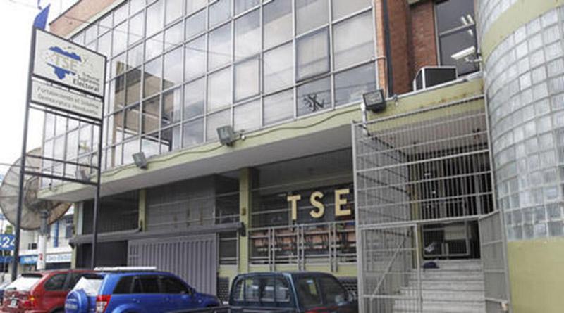 Indignados y oposición convocan a plantón frente al TSE contra la inscripción de JOH