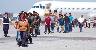 Gobierno de Trump analiza acelerar deportaciones