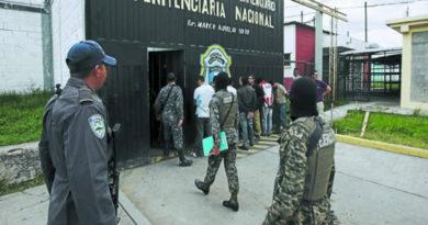 Militarizan y suspenden autoridades penitenciarias de Honduras