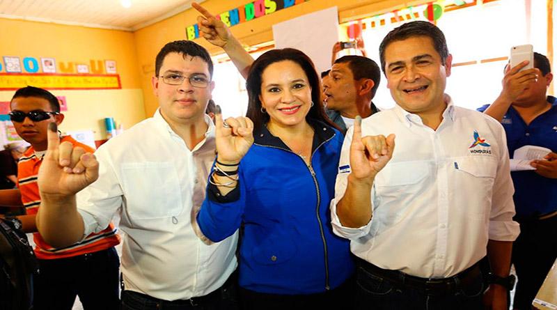 lista que incluye a familiares de Juan Hernández