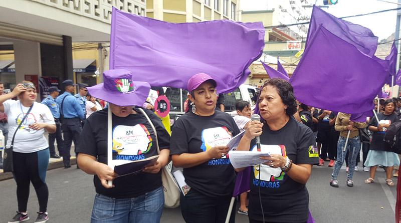 Mujeres organizadas se declaran en alerta roja ante tanto feminicidio