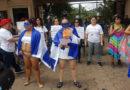 Mujeres protestan desnudas frente a Casa Presidencial (VÍDEO)