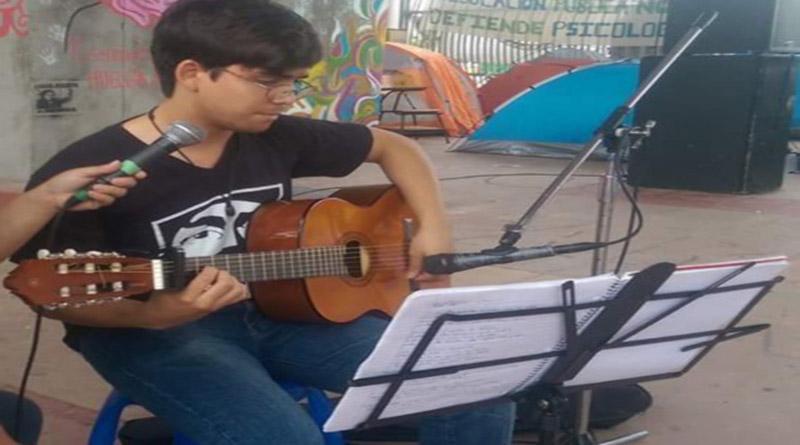 Carlos Humberto Santos en Café Paradiso