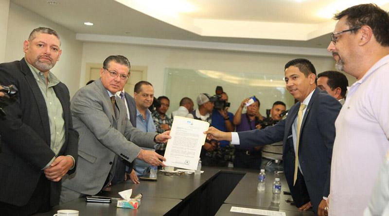 Partido Nacional pide al TSE que le ponga el nombre a sus credenciales