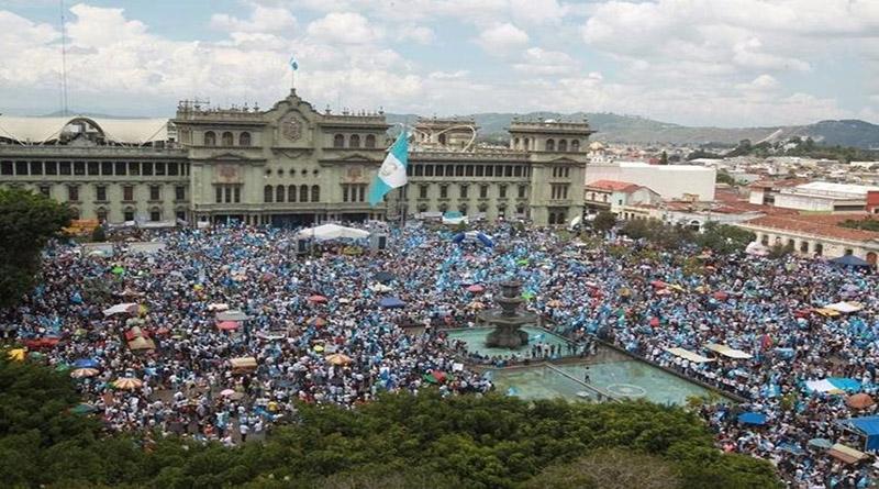 Guatemaltecos a plantón y marcha exigiendo que jefe de la CICIG se quede
