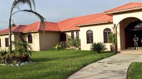 La residencia de Arnaldo Urbina Soto en Yoro. Fotografía tomada de Twitter.