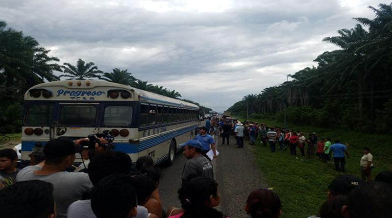 En asalto a bus matan a tres personas