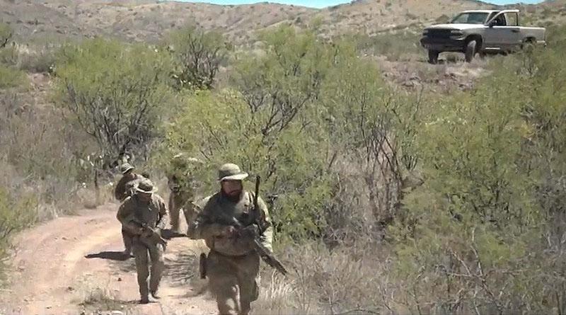 Estadounidenses armados hasta los dientes patrullan la frontera con México