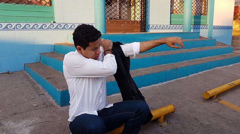 Honduras: militares golpean periodistas de UneTV y les destruyen equipo