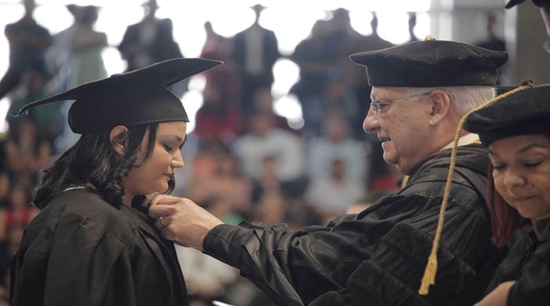 UNAH gradúa 1,220 nuevos profesionales