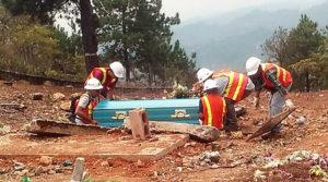 ordena a Minosa detener exhumaciones
