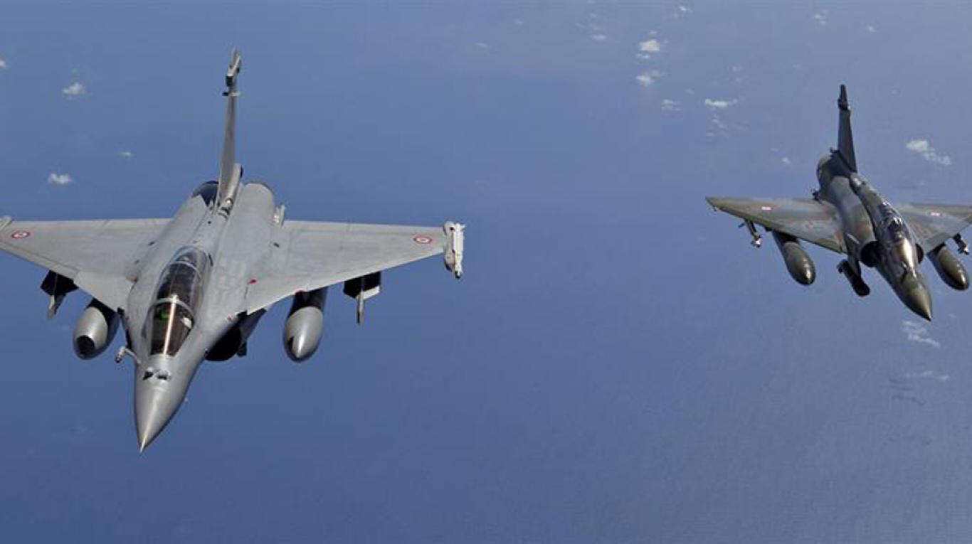 Francia se suma oficialmente al ataque contra Siria