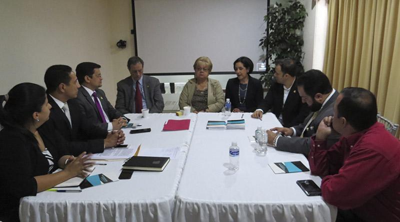 Parlamentarios que apoyan la MACCIH y NDI firman acuerdo para fortalecer lucha anticorrupción