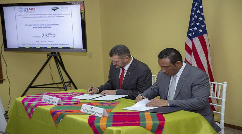 AMHON y USAID firman convenio para fortalecer desarrollo de municipios