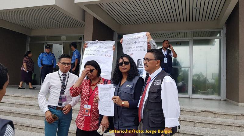 Piden a inspectoría de tribunales que sancione a jueza por parcializarse a favor de policías torturadores