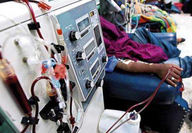 Servicios de diálisis a pacientes renales en peligro por deuda estatal L. 270 millones