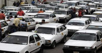 Taxis comenzarán a operar con dos pasajeros esta próxima semana