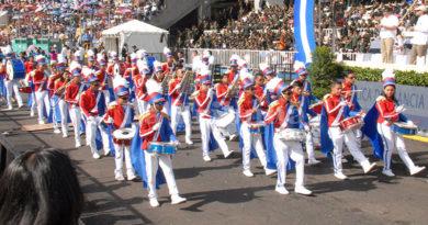 Alumnos a desfilar el 15 de septiembre calladitos y sin gritar fuera JOH