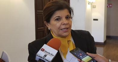 """""""Santos que se rasgan las vestiduras como los fariseos"""", Juliette Handal al gobierno"""