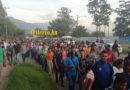 """Con el grito de """"allá vamos Donald Trump"""", 1,200 hondureños arrancaron hoy la caravana hacia Estados Unidos"""