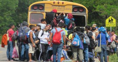 Gobierno de Honduras dice que caravana de migrantes es organizada por sectores políticos