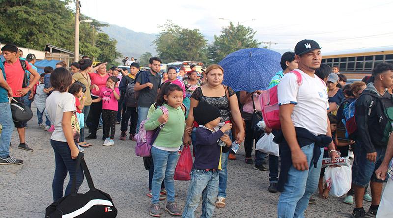 Gobierno de Guatemala advierte que no permitirá ingreso de caravana de migrantes