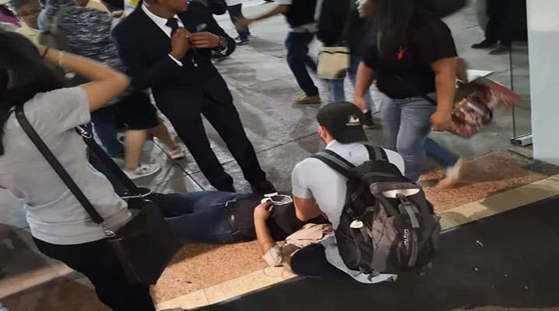 Militares y policías lanzas gases en centro comercial afectando a los visitantes