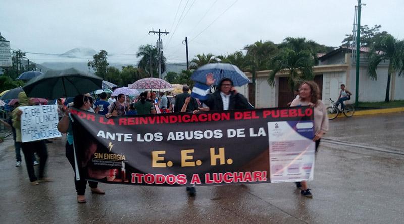 Ni la lluvia detuvo a los juticalpenses en su protesta contra la EEH