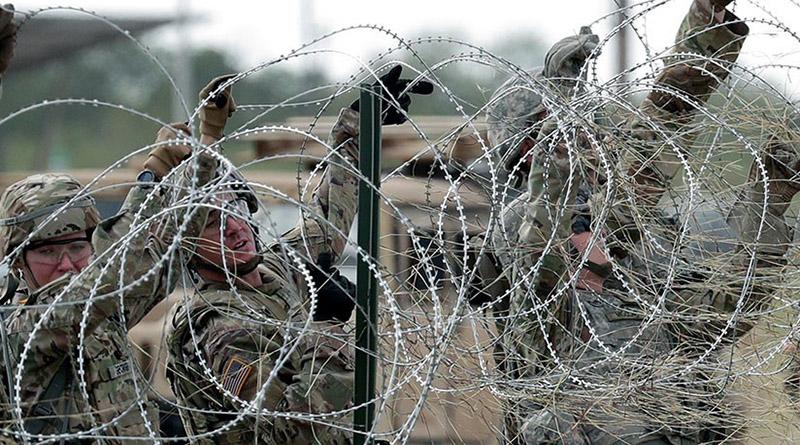 Con miles de soldados y alambre de púas espera Trump a los migrantes