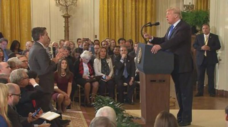 Juez ordena a la Casa Blanca restituir el pase de prensa a reportero de CNN