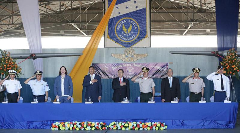 EE.UU. dona avión a militares de Honduras