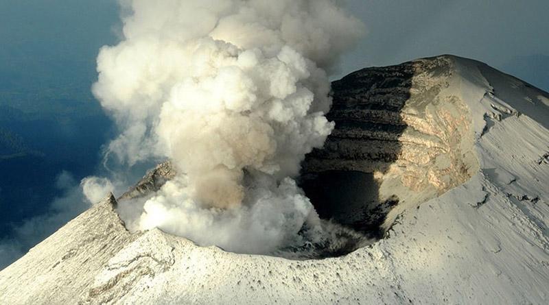 Volcán Popocatépetl hace erupción en el centro de México